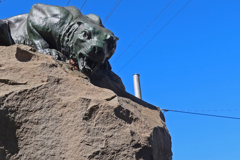 animal statue growling